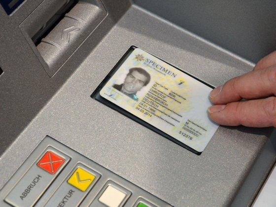 Der neue digitale Personalausweis soll auch neue Dienste, etwa im Internet, erlauben. Allerdings machen davon nur wenige Inhaber Gebrauch.