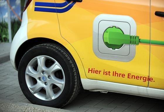 Vor allem bei Elektroautos muss die elektromagnetische Verträglichkeit (EMV) frühzeitig in Produktentwicklung und -design einfließen.