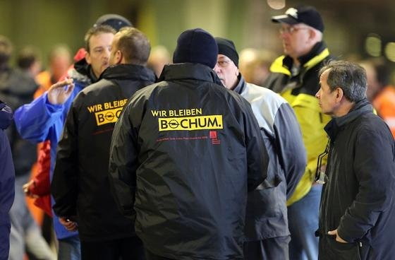 Ein kooperativer Führungsstil steht oft nur auf dem Papier, meint <emphasize> Hubert Hölzl, Chef des Beratungsunternehmens Hölzl&Partner</emphasize>. Bei Opel müssen die Mitarbeiter häufig erst Gerüchte der Zeitung entnehmen, bevor sie vom Management informiert werden.