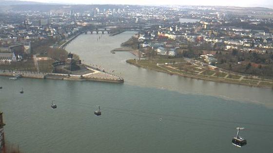 Eine Web-Cam der BfG nimmt auf etwa 100 Metern Höhe auf der Festung Ehrenbreitstein jede Minute ein aktuelles Bild vom Zusammenfluss von Rhein und Mosel auf. Hier sind oftmals Unterschiede in der Farbe sichtbar, je nach Wasserständen und Anteilen von Schwebstoffen.