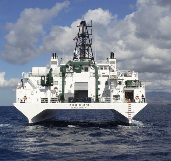Mit dem amerikanischen Forschungsschiff Kilo Moana untersuchen deutsche Forscher den Abbau von Manganknollen im Pazifik.