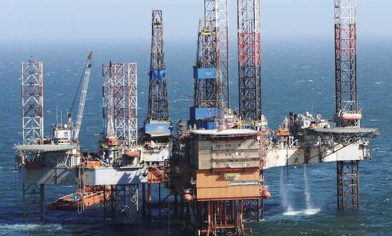 Der deutsche Öl- und Gasförderer Wintershall hat ein riesiges Ölvorkommen im dänischen Teil der Nordsee gefunden. Bislang fördert Wintershall beispielsweise in der niederländischen Nordsee, wie hier auf der Bohrplattform Kotter.
