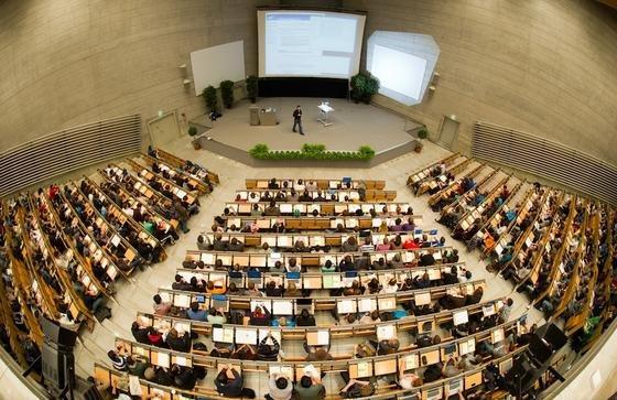 Die Zahl der Studienanfänger in den Ingenieurwissenschaften ist 2012 um 9 % zurückgegangen. Allerdings bleibt die Zahl mit 106 000 auf hohem Niveau.