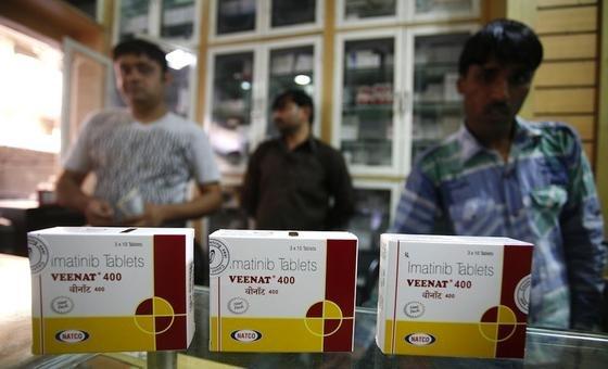 Das Krebsmedikament Veenat des indischen Konzerns Natco Pharma, ein Nachahmer-Produkt des Medikaments Glivec des Schweizer Konzerns Novartis, darf in Indien weiter produziert und verkauft werden. So hat das Oberste Gericht des Landes in letzter Instanz entschieden.