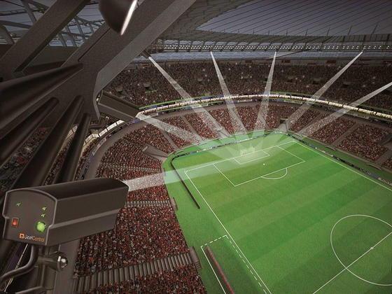 Mit sieben Hochleistungskameras werden beim Confed-Cup in Brasilien und voraussichtlich auch bei der WM 2014 die Torlinien überwacht, um strittige Torentscheidungen auszuschließen. Die Fifa entschied sich überraschend für die Technik der Firma GoalControl aus Würselen bei Aachen.