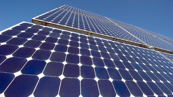 Geht es mit der Photovoltaik-Branche wieder voran? Branchenkenner sehen hoffnungsvolle Zeichen.