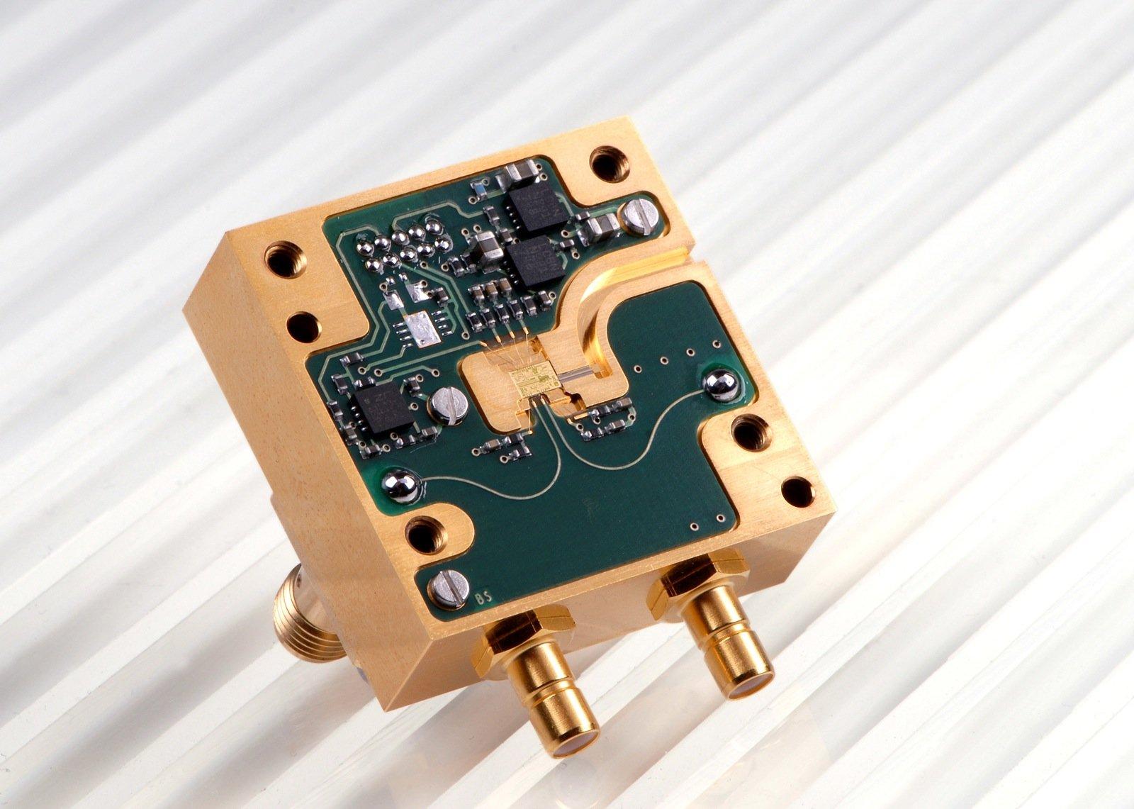 Das 94-GHz-Radarmodul wird künftig die Landung von Hubschraubern erleichtern.