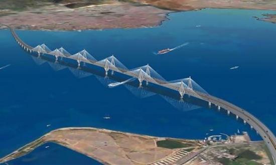 Die künftige Hängebrücke über das Marmarameer bei Istanbul ist besonders erdbebensicher. Mehr als 400 Siemens-Sensoren erfühlen jede Erschütterung und sperren bei Bedarf sofort die Brücke. Sie soll 2015 für den Verkehr geöffnet werden.