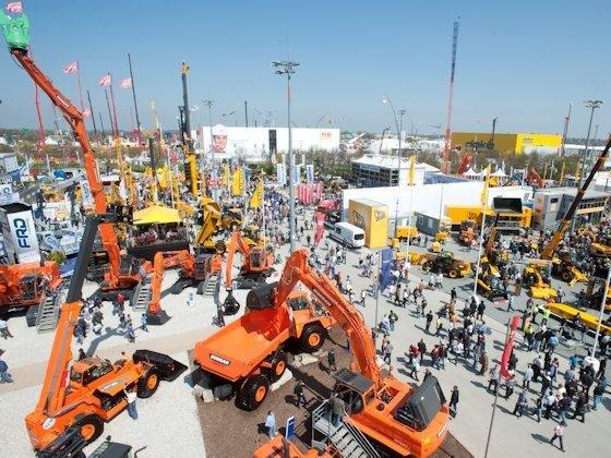 Die deutschen Baumaschinenhersteller hoffen auf neue Impulse durch die Bauma in München, die an diesem Montag beginnt. Vor allem aus Asien hofft die Branche auf zusätzliche Aufträge.
