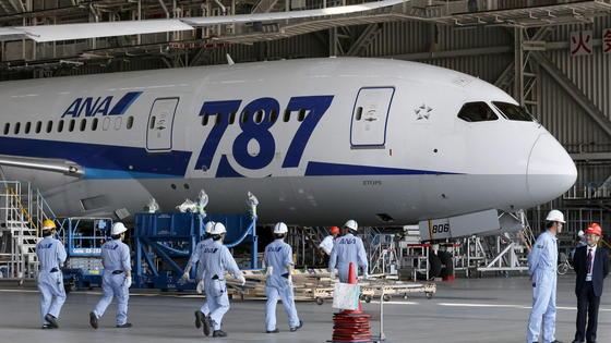 Flugverbot: Die Boeing 787 hat derzeit keine Starterlaubnis von den Flugbehörden.
