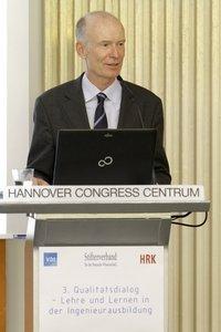 Frank Becker ist Mitglied im Fachbeirat Ingenieurausbildungdes VDI. Zuvor war Becker bei Siemens für Bildungsfragenverantwortlich.