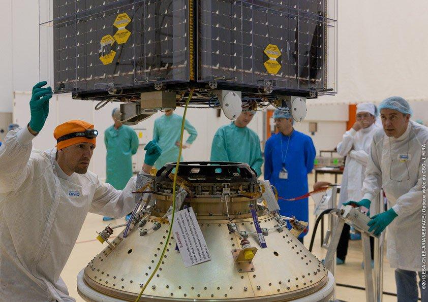 Vorbereitung des ESA-Umweltsatelliten Proba-V für seinen Flug ins All.