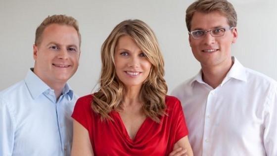 Schauspielerin Ursula Karven mit den miacosa Gründern Marc Aufzug und Arnd Halbach eingerahmt