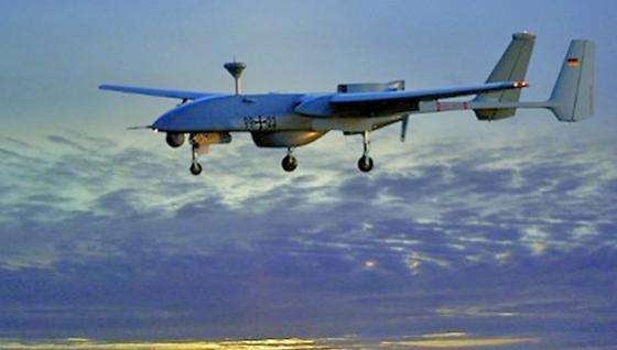 """Die Drohne """"Heron"""" wird vom israelischen Hersteller Israel Aerospace Industries (IAI) gebaut. Die IAI ist auch am Forschungsprojekt """"Aeroceptor"""" beteiligt. Die Bundeswehr setzt die unbewaffnete Drohne Heron 1 in Afghanistan ein."""