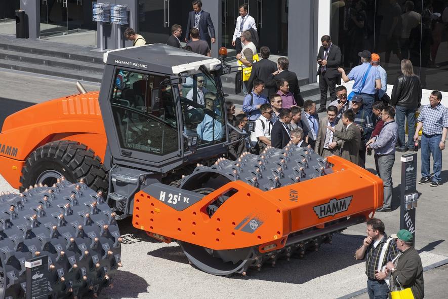 XXL-Fahrzeuge mit Superkräften: weltgrößte Muldenkipper und Kräne