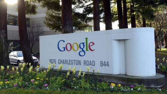 """In Sachen Datenschutz steht Google immer wieder in der Kritik. In diesem Jahr wurde dem Internetriesen sogar der Big-Brother-Award in der Kategorie """"Globales Datensammeln"""" verliehen."""