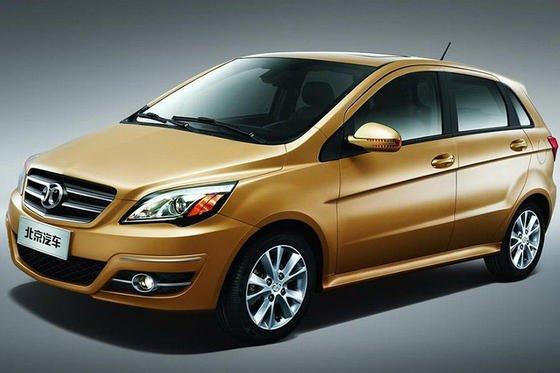 Selbst Autos werden kopiert: Das ist kein Mercedes, sondern eine Mercedes-Kopie des chinesischen Autohersteller BAIC.