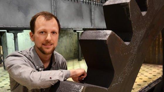 Ingenieur Jan Hugenroth ist als Produktionsleiter ein wichtiges Rad im Getriebe der Deutschen Oper am Rhein.