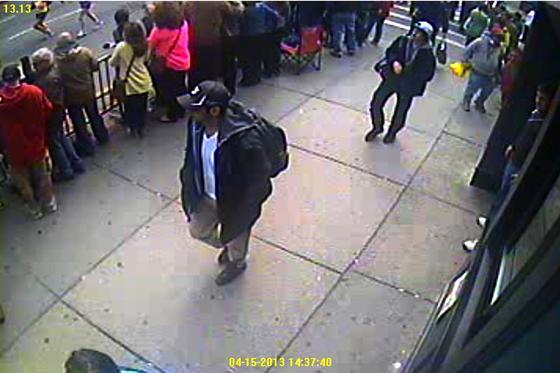 Der Attentäter von Boston wurde durch eine Überwachungskamera vor dem Anschlag aufgenommen. Das FBI will nun eine Software entwickeln, die auf Dauer und in kürzester Zeit Aufnahmen in der Öffentlichkeit mit den Bildern von 12 Millionen Straftätern vergleichen kann.