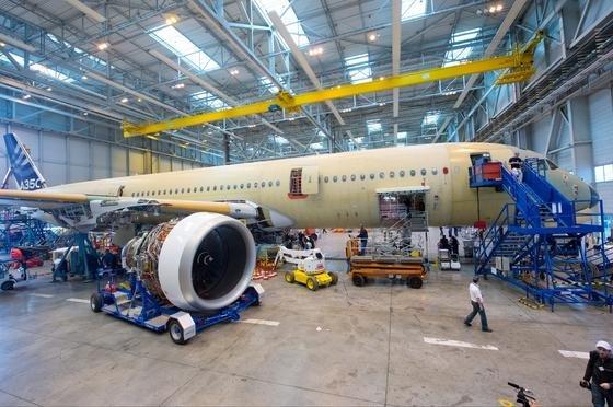 Neue Verbundmaterialien für den Flugzeugbau, die sich nach Beschädigungen wieder selbst reparieren, lässt die EU bis 2015 entwickeln. Davon könnte auch der Flugzeugbauer Airbus profitieren.