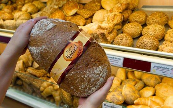 Ob Allergieauslöser in Backwaren stecken, darüber muss künftig auch bei unverpackten Lebensmitteln informiert werden. Unklar ist wie dies geschehen soll: per Aufdruck auf der Tüte, per Zettel auf der Ladentheke oder über einen Terminal.