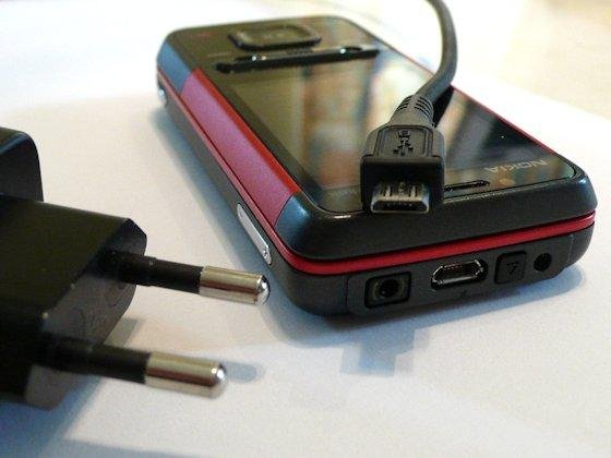 <p>Der EU-Standard sieht Ladegeräte mit Micro-USB-Stecker vor. Das Ziel der einheitlichen Stecker hat die EU-Kommission zwar erreicht, die Flut an Ladegeräten verschiedener Hersteller konnte sie jedoch nicht eindämmen.