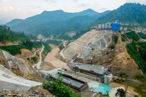 Wasserkraft hat in Asien noch hohes, nicht erschlossenes Potential. Die Asian Development Bank finanziert den Ausbau der Erneuerbaren Energien wie den Bau des Song-Bung-Staudams in Vietnam.