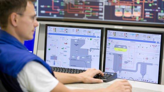 Die Industrie 4.0 öffnet Hackern die Tore für Cyberangriffe auf industrielle Steuerungssysteme.