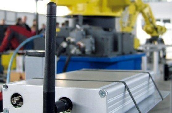 <p>Künftige Funksysteme im Industrieumfeld werden sich durch Selbstkonfiguration, etwa Kanalauswahl, an die lokalen Bedingungen anpassen. Das betriftt auch robotergestützte Zuführsysteme im Automotive-Bereich.