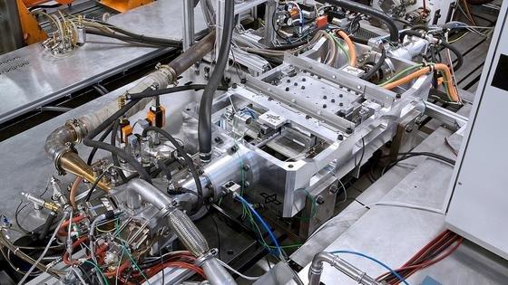 Der Freikolbenlineargenerator (FKLG) ist ein neuartiger Range-Extender für Elektrofahrzeuge, den das Deutsche Zentrum für Luft- und Raumfahrt (DLR) in Stuttgart entwickelt hat.