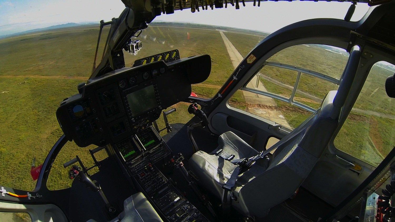 Blick ins Cockpit des unbemannten Hubschraubers vom Typ EC 14.