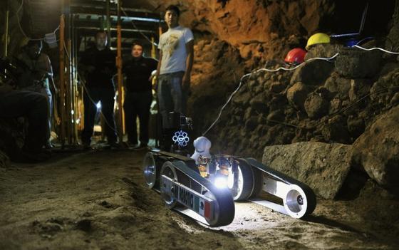 """Roboter """"Tláloc II-TC"""", nach dem Azteken-Gott des Regens benannt, hat in einem Tunnel unter einer Pyramide inTeotihuacándrei verborgene Kammern entdeckt."""