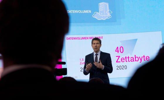 Telekom-Chef René Obermann hat die geplanten Daten-Obergrenzen in einem offenen Brief anWirtschaftsminsiter Rösler verteidigt.
