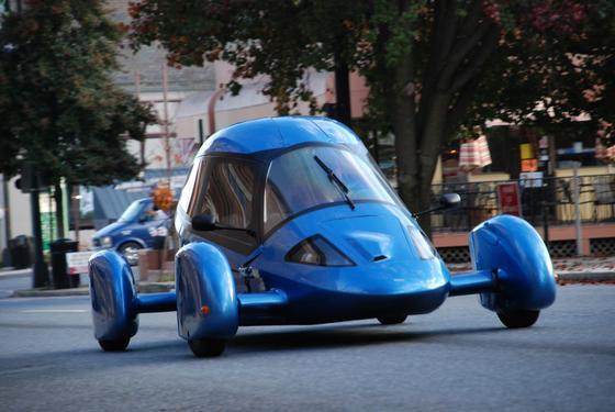 Die US-Firma Edison 2 entwickelt und baut ultraleichte futuristische Autos. Noch hat das Unternehmen keinen Serienproduzenten gefunden.