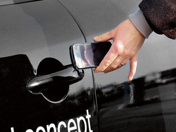 Ein digitaler Schlüssel ist das Herzstück eines Feldversuchs in Frankreich, der vor wenigen Tagen gestartet ist. Continental testet hier gemeinsam mit Partnern ein Carsharingsystem mit Elektrofahrzeugen.