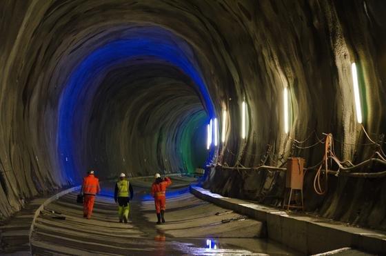 Arbeiten am neuen Basistunnel. Die Eröffnung ist für 2017 geplant.