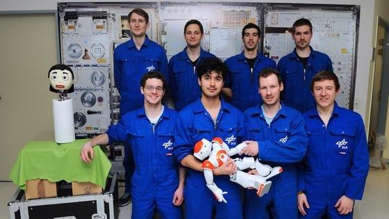 Die acht Probanden der zweiten Kampagne haben sich in drei Wochen gut an die Roboter Flobi und Nao gewöhnt und ihre Anweisungen umgesetzt.