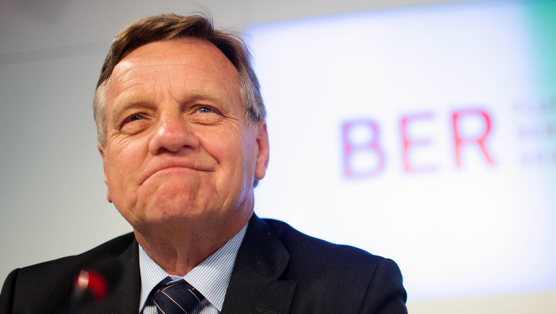 BER-Chef Hartmut Mehdorn will den Hauptstadtflughafen ab 2014 scheibchenweise in Betrieb nehmen.