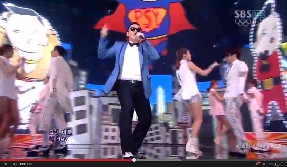 """Durch YouTube wurde der Koreaner Park Jae-sang alias Psy mit seinem Video """"Gangman Style"""" zu einem der bekanntesten Sänger der Welt. Jetzt will YouTube kostenpflichtige Spartenprogramme einführen. Dann dürften es Newcomer wie Psy schwerer haben."""