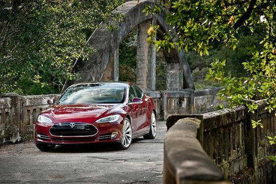 Hat Tesla in die Gewinnzone katapultiert: das Elektroauto Tesla Modell S.