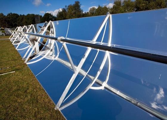 Solaranlagen müssen bis Jahresende über eine Technik verfügen, mit der sie ferngesteuert regelbar sein müssen. Das gilt auch für Windkraftanlagen.
