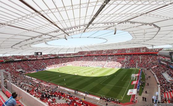 Die BayArena in Leverkusen ist das erste deutsche Fußballstadion, in dem es ab Sommer ein leistungsfähiges WLAN-Netz für die Besucher geben wird.