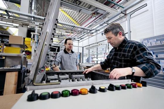 Die Firma R. Stahl hat sich auf die Produktion explosionsgesicherter Schalttechnik spezialisiert.