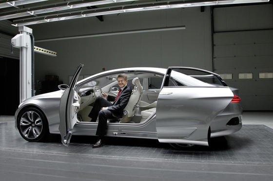 Das kann sich Daimler-Entwicklungsvorstand Thomas Weber freuen: Mercedes führt das Innovationsranking des Centers of Automotive Management an.
