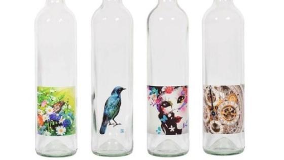 Die Till GmbH entwickelt und vermarktet Druckstationen und Maschinen für digitale Tintenstrahl-Bedruckung von Verpackungen, besonders für Behälter wie Flaschen, Dosen oder Tuben.