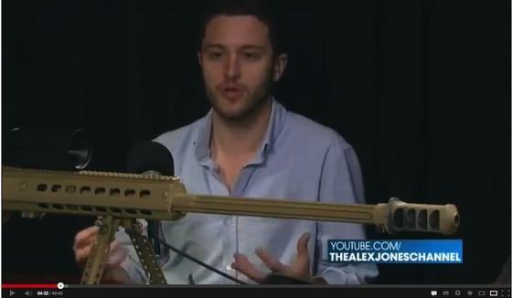 Der amerikanische Student Cody Wilson wirbt im Internet und im TV für Waffen, die man mit einem 3D-Drucker selbst herstellen kann. Auf Druck der amerikanischen Regierung musste Wilson die Baupläne aus dem Internet nehmen.