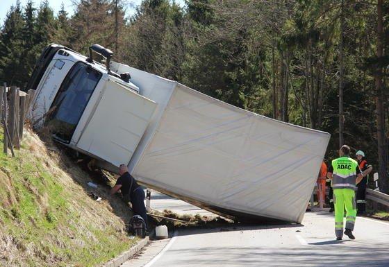 Ein verunglückter Lkw: 15 bis 20 Prozent der Lkw-Unfälle gehen auf Übermüdung des Fahrers zurück.