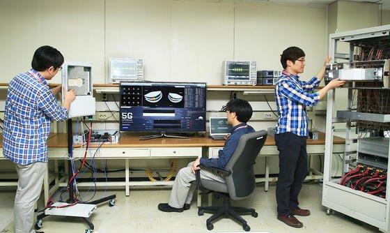 Samsung-Ingenieure haben erfolgreich Daten im 5G-Standard übertragen. Die Technik will Samsung bis 2020 zur Marktreife bringen.