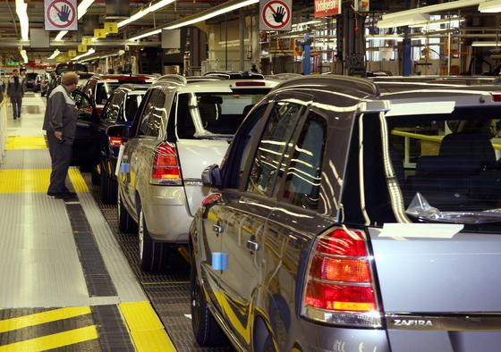 Die Produktion des Opel Zafira wird von Bochum ins Opel-Stammwerk in Rüsselsheim verlegt. Ende 2014 wird die Opel-Produktion in Bochum komplett eingestellt.