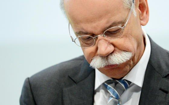 Daimler-Chef Dieter Zetsche in der Bredouille:Der Staatsanwaltschaft Stuttgart liegt eine Strafanzeige gegen ihn vor. Ihm wird illegale Arbeitnehmerüberlassung vorgeworfen.